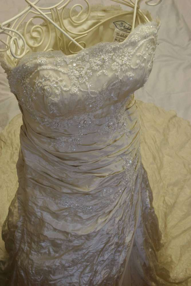 Wedding dress alterations cost uk for Wedding dress alteration prices